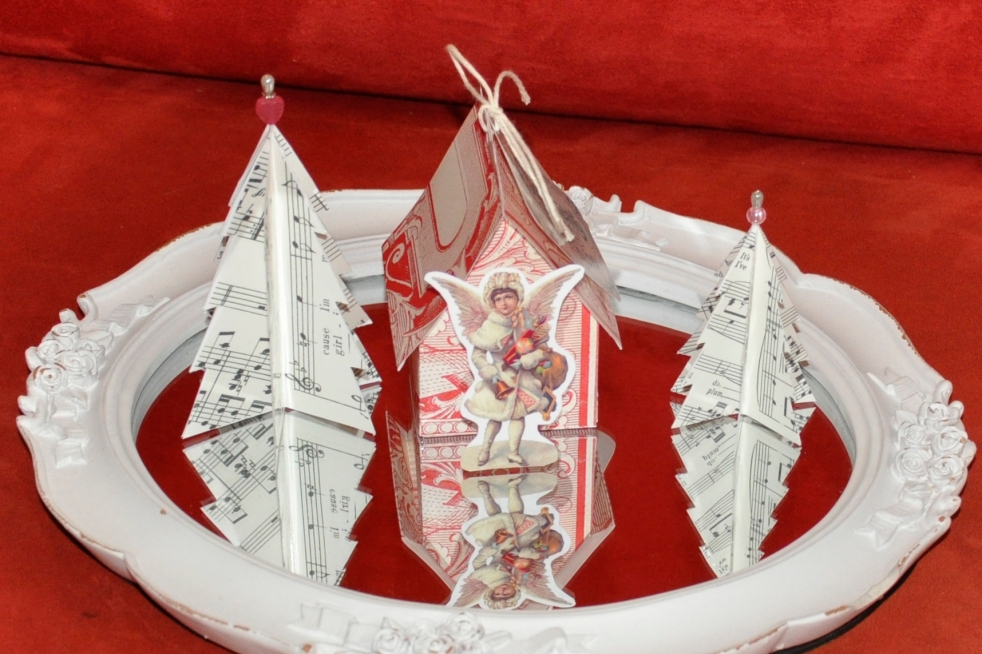 Wings of Whimsy: Vintage Christmas Village - DAY 5 - free printables #vintage #victorian #ephemera #cottage #cherub #tree
