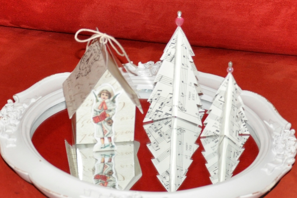 Wings of Whimsy: Vintage Christmas Village - DAY 8 - free printables #vintage #victorian #ephemera #cottage #cherub #tree