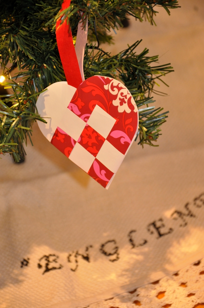 Wings of Whimsy: Ornaments of the past - Pleated Heart with upcycled wrapping paper