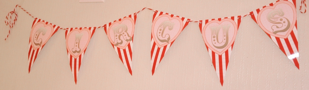 Wings of Whimsy: Love Circus Garland - free printables #vintage #valentine #freebie