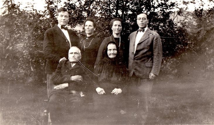 Wings of Whimsy: Seljeset Family Ca 1930 - free for personal use #vintage #ephemera #freebie #printable #photo