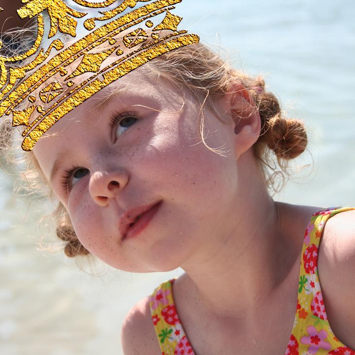 Wings of Whimsy: Gilded Vintage Crowns - PNG (transparent background) #vintage #freebie #printable #scrap