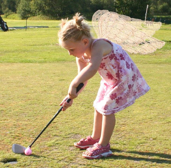 Angel Torunn golfing