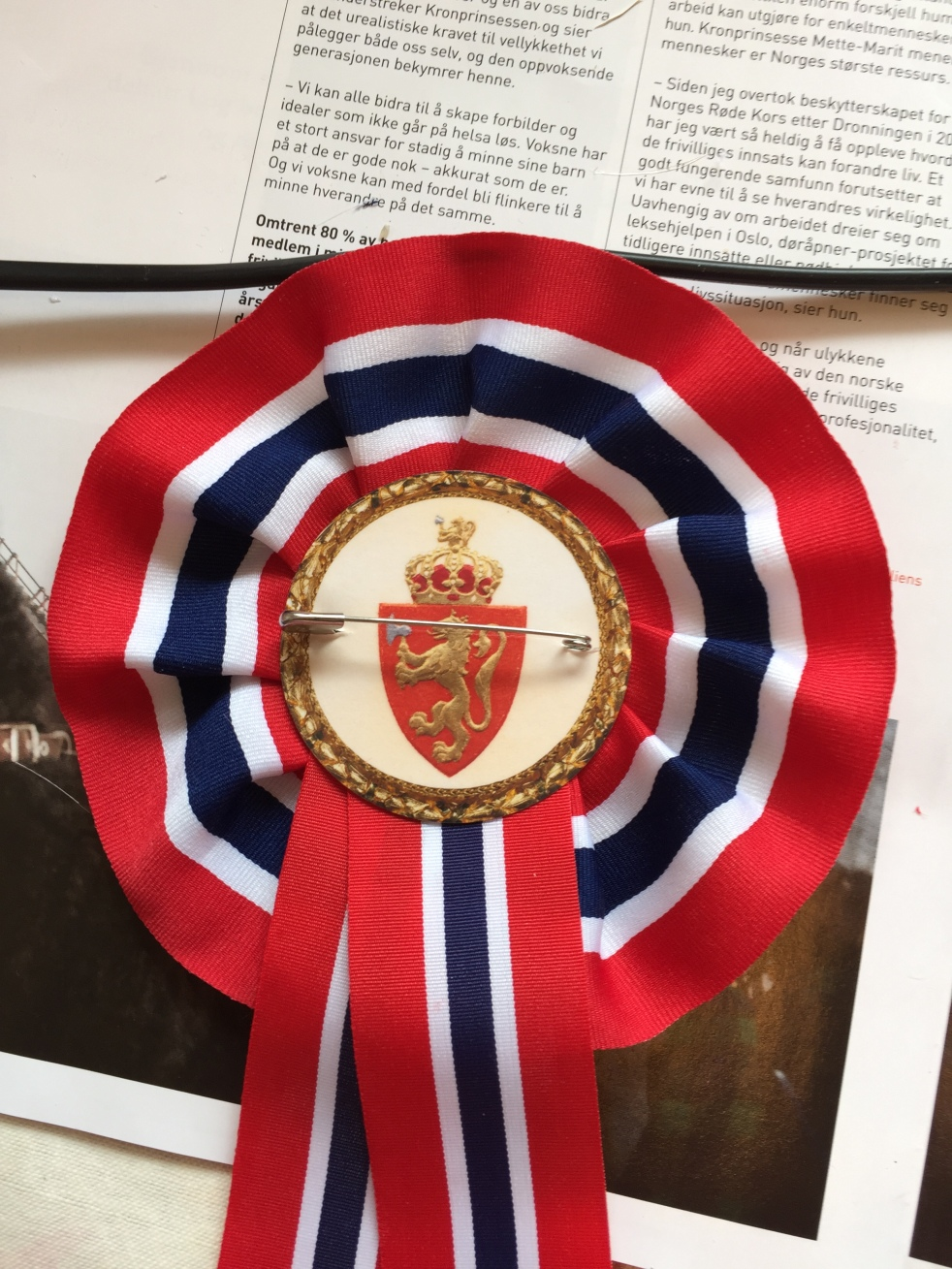 Wings of Whimsy: DIY Norwegian National Day Rosette #vintage #printable #ephemera #norwegian #national #day #may #17th #royal #king #queen