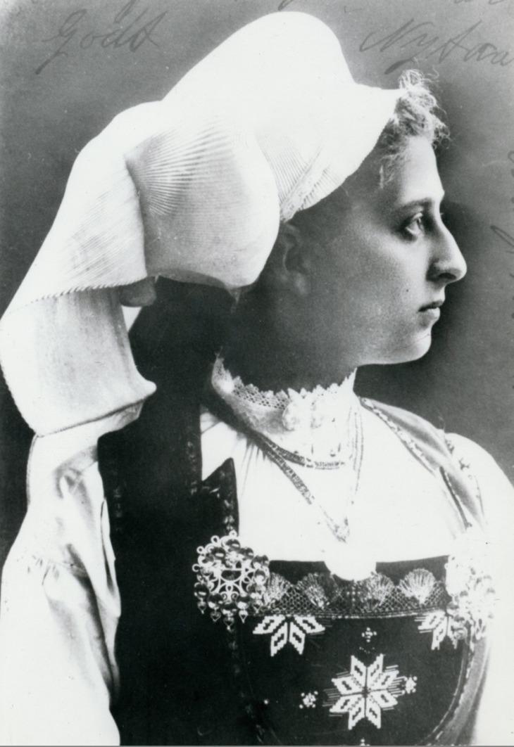 MaudHardangerBunad1895_WingsofWhimsy