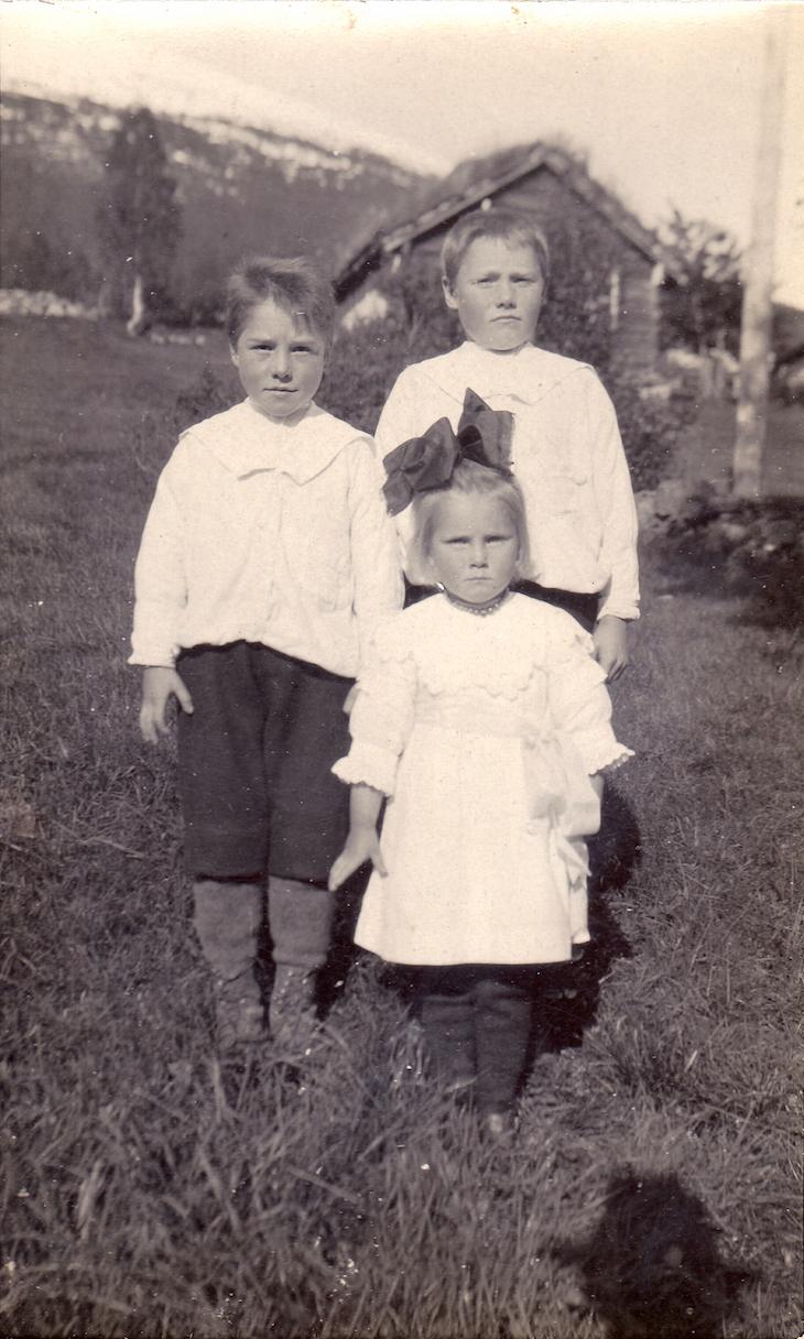 Wings of Whimsy: Children Bakke ca 1920 #vintage #ephemera #freebie #printable #photo #children