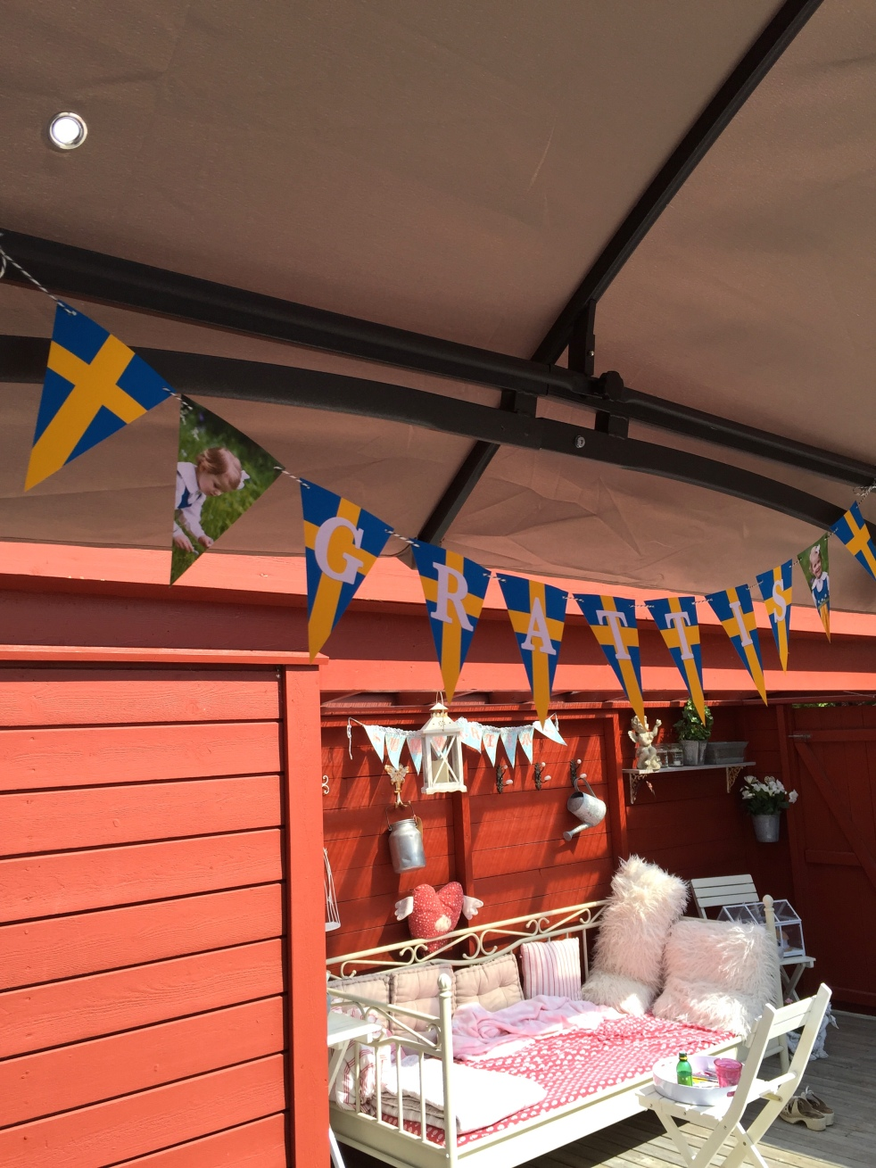 Wings of Whimsy: Swedish GRATTIS Bunting #freebie #printable #sweden #swedish #national  #day #bunting #princess #estelle