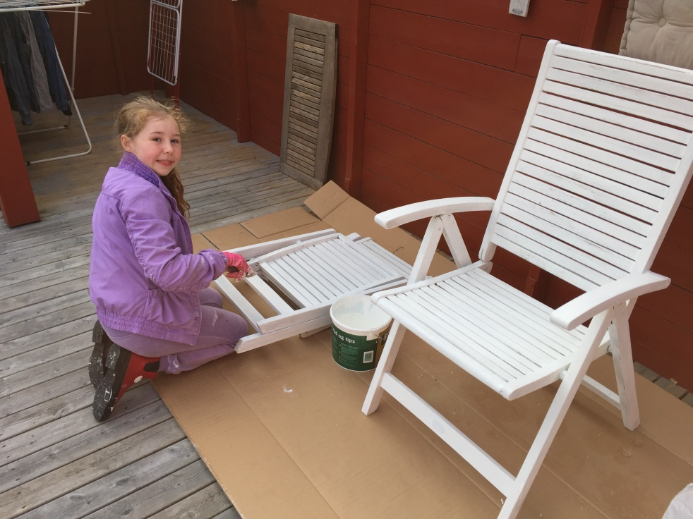 Wings of Whimsy: DIY Chalk Painted Garden Furniture #diy #chalk #paint #outdoor #garden #furniture