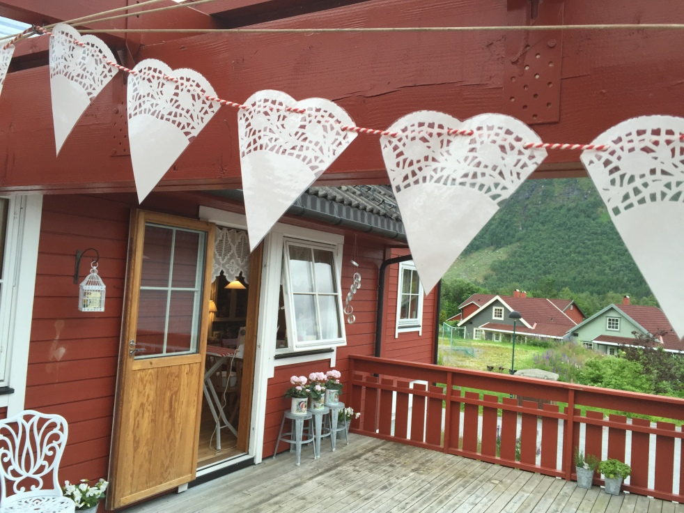 DIY Lace Heart Bunting #diy #doily #heart #lace